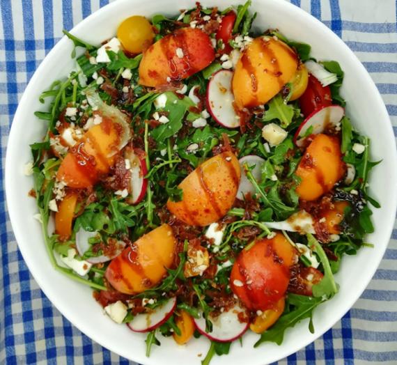 Salade composée aux abricots
